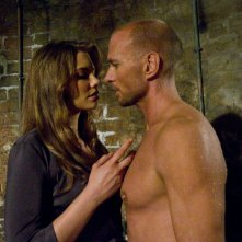 Lauren Cohan e Luke Goss in una scena del film Death Race 2