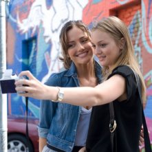 Leighton Meester e Minka Kelly in un'immagine del film The Roommate