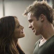 Minka Kelly con Cam Gigandet in una scena del film The Roommate