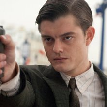 Primo piano di Sam Riley dal film Brighton Rock