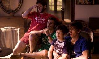 Quim Gutiérrez, Raúl Arévalo e Adrián Lastra nel film Primos