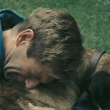 Aaron Eckhart in un'immagine tragica del film Rabbit Hole