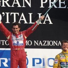 Ayrton Senna con Michael Schumacher in un'immagine tratta dal film Senna