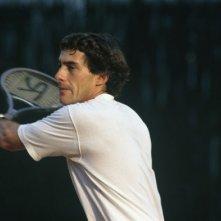 Lo sportivo Ayrton Senna in un'immagine del film Senna