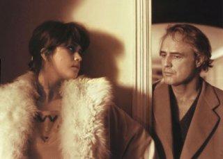 Maria Schneider accanto a Marlon Brando nel cult Ultimo tango a Parigi di Berbardo Bertolucci