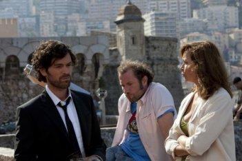 Romain Duris con Julie Ferrier e François Damiens in una scena del film Heartbreaker