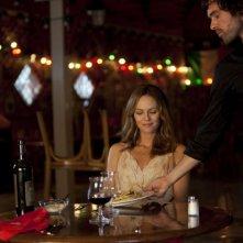Romain Duris e Vanessa Paradis in una scena romantica del film Heartbreaker