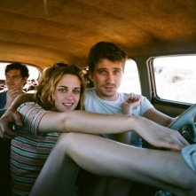Kristen Stewart, Garrete Hedlung e Sam Riley in On the Road