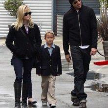 Reese Witherspoon e il fidanzato fuori dalla chiesa di Santa Monica