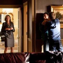 Susan Walters, Michael Trevino e Paul Wesley contro i licantropi nell'episodio Daddy Issues di Vampire Diaries