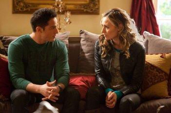 Tyler (Michael Trevino) parla con Jules (Michaela McManus) nell'episodio Daddy Issues di Vampire Diaries