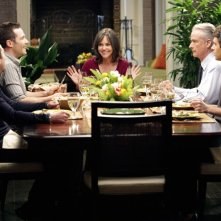 I nostri protagonisti a cena insieme nell'episodio Scandalized di Brothers & Sisters