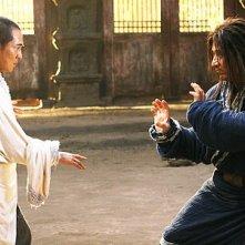 Jet Li e Jackie Chan in una scena del film The Forbidden Kingdom