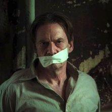 Jesper Christensen in una scena del film Il debito