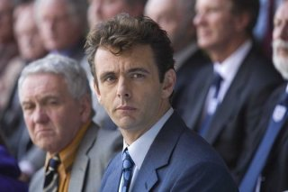 Michael Sheen in una scena del film Il maledetto United
