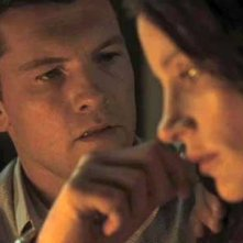 Sam Worthington con Jessica Chastain in un'immagine del film Il debito