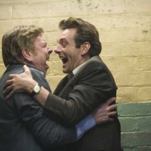 Timothy Spall e Michael Sheen in una scena del film Il maledetto United