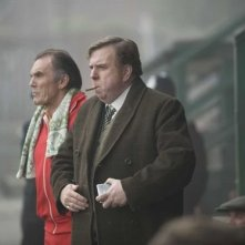 Timothy Spall in una scena del film Il maledetto United