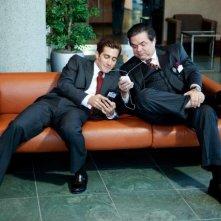 Jake Gyllenhaal e Oliver Platt nel film Love and Other Drugs