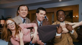 John C. Reilly, Ed Helms e Isiah Whitlock Jr. con Anne Heche nel film Cedar Rapids