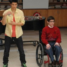 Harry Shum Jr. e Kevin McHale nell'episodio di Glee Stupide canzoni d'amore (Silly Love Songs)