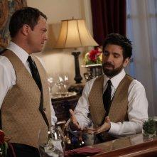 Adam Baldwin e Joshua Gomez in una scena dell'episodio Chuck Versus the Masquerade