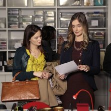 Leighton Meester e Caitlin Fitzgerald nell'episodio Panic Roommate di Gossip Girl