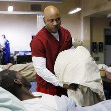 Ronald Auguste e LL Cool J in prigione nell'episodio Lockup di NCIS: Los Angeles