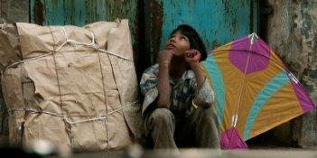 Una immagine del film The Kite (Patang, 2010)