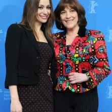 Berlinale 2011: Natalia Verbeke, Carmen Maura presentano la commedia Service Entrance