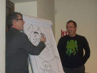 Noah Jones esegue una buffa caricatura di Maxwell Atoms alla conferenza di Fish Hooks