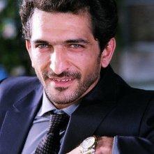 Amr Waked in una scena del film Il padre e lo straniero