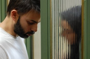 Una immagine di Peyman Moadi in una delle prime scene di Nader And Simin, A Separation