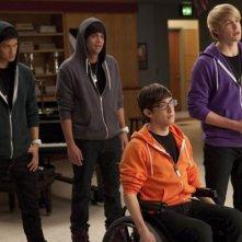 Harry Shum jr., Mark Salling, Kevin McHale e Chord Overstreet in una scena dell'episodio Comeback di Glee