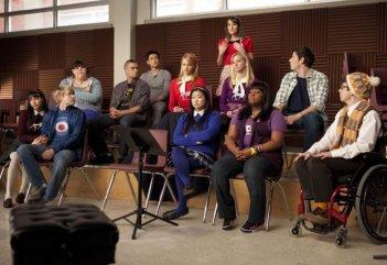 Il giovane cast di Glee in una scena dell'episodio Comeback della seconda stagione