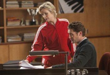 Jane Lynch e Matthew Morrison in una scena dell'episodio Comeback di Glee