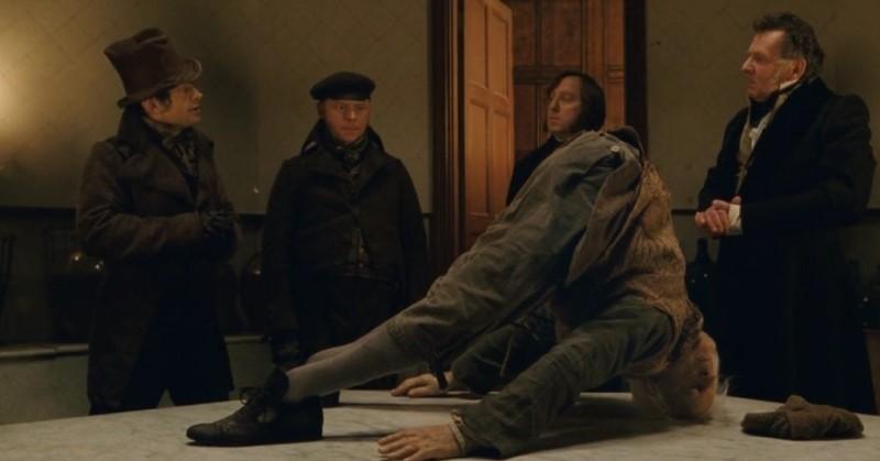 Andy Serkis E Simon Pegg Con Tom Wilkinson In Una Scena Del Film Burke And Hare 194026