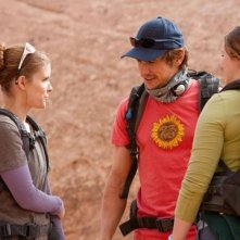 James Franco, Kate Mara ed Amber Tamblyn in una sequenza del film 127 Hours