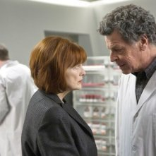 John Noble e Blair Brown in una scena dell'episodio 6B di Fringe