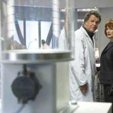 John Noble e Blair Brown nell'episodio 6B di Fringe