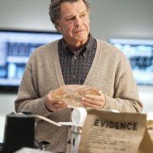 John Noble in una scena dell'episodio 6B di Fringe
