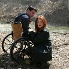 Julianne Moore e Jonathan Rhys Meyers in una scena del film Shelter