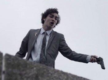Un'immagine di Robert Sheehan dalla stagione 2 di Misfits