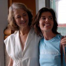 Charlotte Rampling con Irène Jacob nel film Rio Sex Comedy