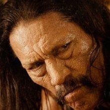 Danny Trejo in un intenso primo piano del film Machete