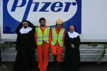 John Lynch, Cornelius Clarke, Lochlainn O'Mearain e Cian Barry in un'immagine del film Holy Water