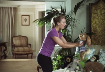 Kaley Cuoco nel film Hop