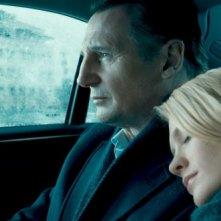 Liam Neeson con January Jones in Unknown
