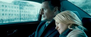 Liam Neeson con January Jones in Unknown