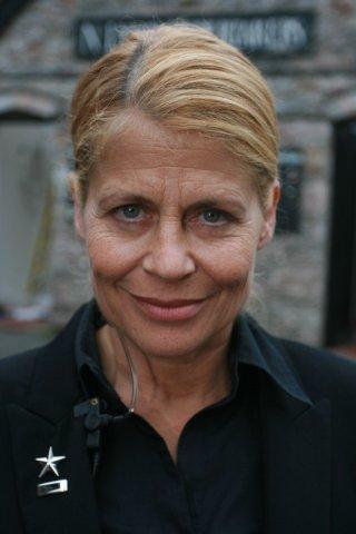 Linda Hamilton sul set del film Holy Water